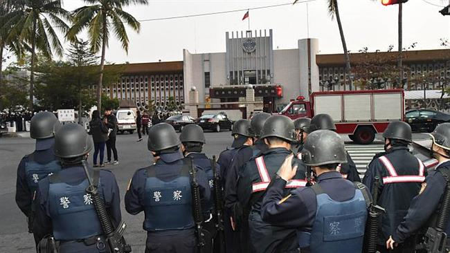 Photo of Six inmates in Taiwan hostage standoff commit suicide