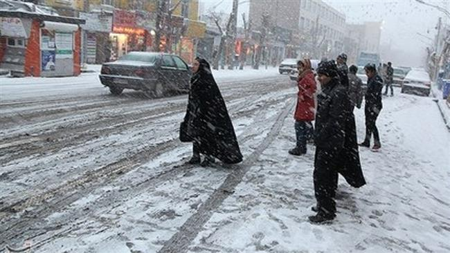 Photo of Untimely snow catches vacationers unaware in Iran