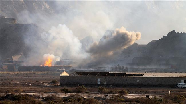 Photo of Zionist-puppet Saudi regime air raid on camp for displaced in northwest Yemen kills 45, report says