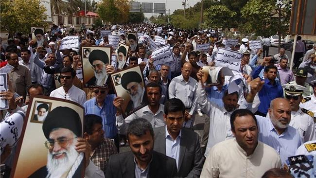 Photo of Iranian protesters hold rallies against Saudi invasion of Yemen