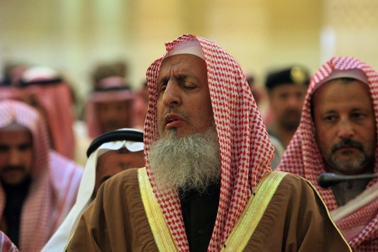 Photo of EXC: Believe Your Eyes: This Muslim faced zionist Monster says Saudis Can Eat Wife if Very Hungry