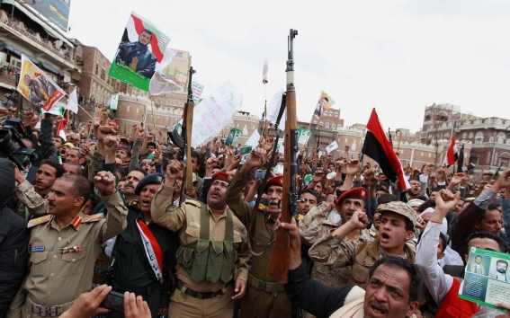 Photo of While the Saudi Air Force Bombs Civilians in Yemen; Houthis Liberates Aden