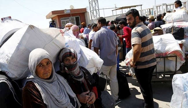 Hundreds of Refugees Cross Back into Syria from Turkey
