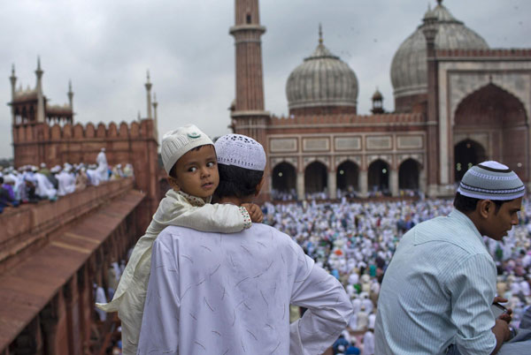 Photo of 11 Photos- Muslims in several countries mark end of Ramadan by celebrating Eid al-Fitr