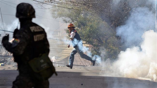 Photo of Hundreds of protesting Bolivian miners clash with police
