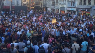 """Photo of Thousands of Turkish People in Taksim, """"KILLER ISIL, COLLABORATOR AKP!!!"""""""