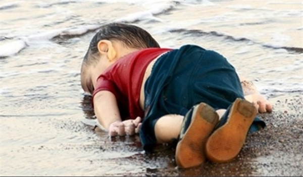 Photo of Analyst Blames West's Policy in Syria for Immigration Crisis in Europe