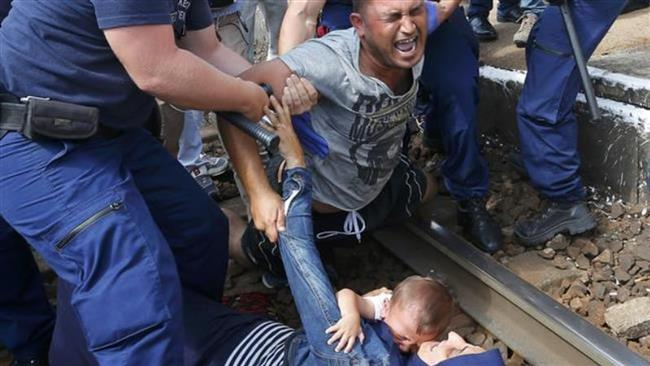 Photo of Austria, Germany to take in refugees bottled up in Hungary