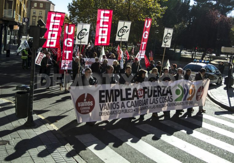 1385243328-spaniards-protest-against-austerity-policies-in-zamora_3314060