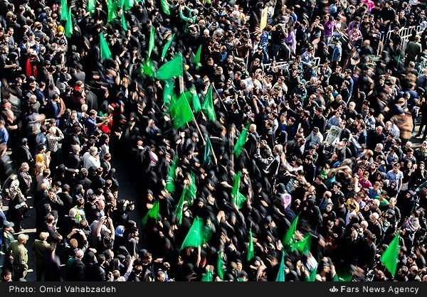 Photo of Photos- People in Tehran Mourn Ashoura of Imam Hossein (AS)