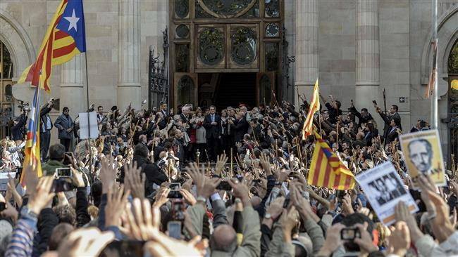 Photo of Thousands turn out in support of Catalan leader