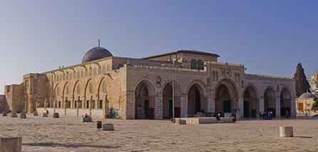 Photo of Palestinians continue their vigil at the Aqsa Mosque