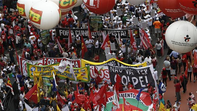 Photo of Brazilians hold nationwide rallies to back President Rousseff