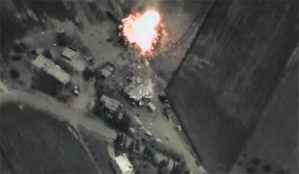 Photo of Syrian Ground, Air Forces Target ISIL Hard Near Deir Ezzur City
