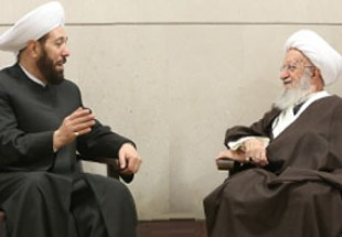 Photo of Ayatollah Makarem-Shirazi meets with Grand Mufti of Syria
