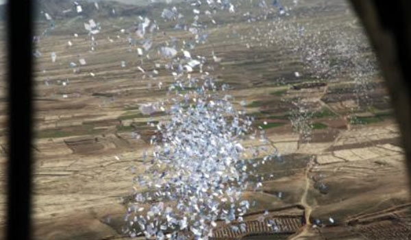 Photo of Iraqi Planes Throw Leaflets on Mosul Calling Residents Prepare for Army Operation