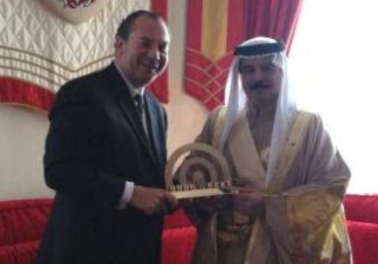 Photo of Slaughterer zionist Bahrain King Meets Rabbi: Arab-Israeli Diplomatic Ties 'Matter of Time'