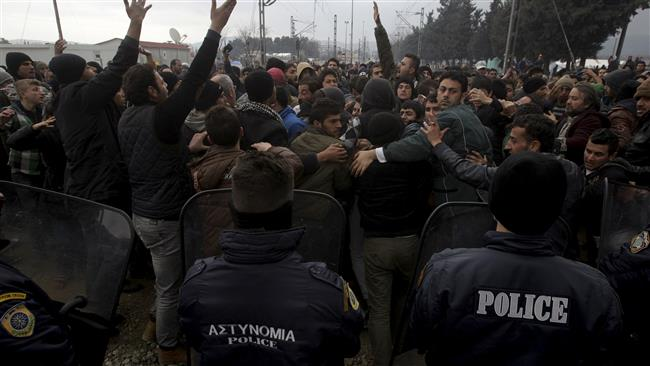 Photo of EU worried about crackdown on refugees on Macedonia-Greece border