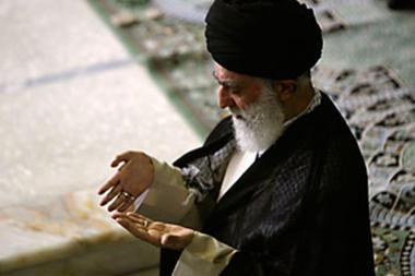 Photo of EXC.VIDEO: Leader of Islamic Ummah and Oppressed Imam Khamanei Prays for the whole Islamic Ummah across the World
