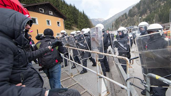 Photo of Austria adopts tough measures to curb refugee influx