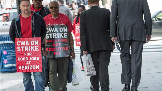 Photo of Verizon workers take to streets the second week of their strike