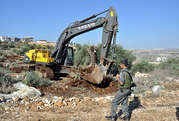 Photo of Zionist IOF Destroy Home of Palestinian martyr in West Bank