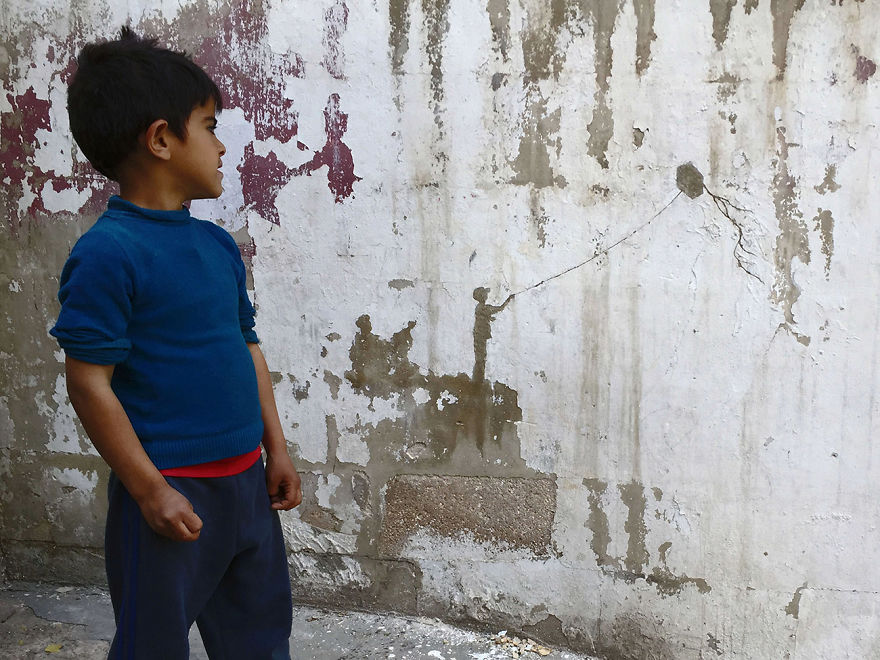 Photo of Artist creates minimal rendering of Palestinian refugees plight on walls
