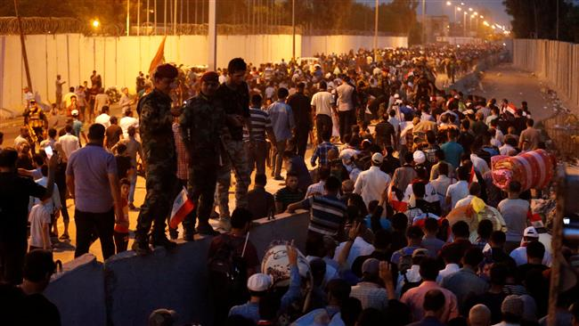 Photo of Iraqi protesters temporarily end demo, leave Green Zone
