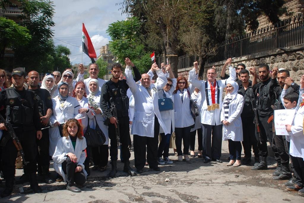 Photo of Photos- Staff of recently-bombed Aleppo hospital stand in solidarity with Syrian Army