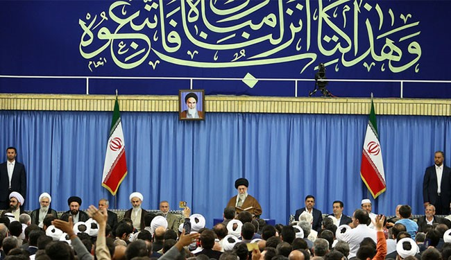 Photo of Leader of Islamic Ummah and Oppressed Imam Khamenei: Some Arab Gov'ts Clinging to Tyrants instead of Quran