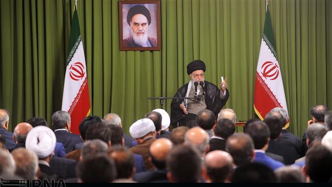 Photo of Leader of Ummah Imam Sayyed Ali Khamenei: Economy is Iran's main issue