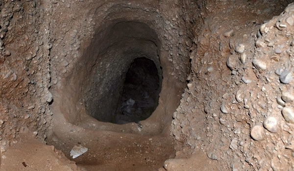 Photo of ISIL's Tunnel in Deir Ezzur Discovered, Destroyed by Syrian Soldiers