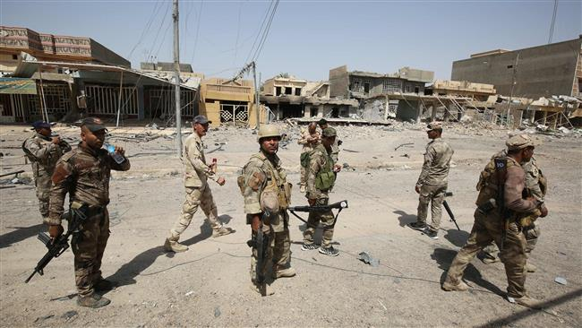 Photo of Iraqis digging trench around Fallujah to ward off Daesh