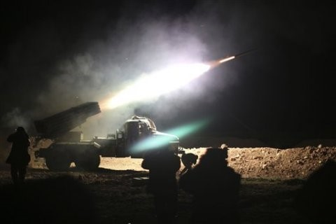 Photo of VID: Syrian Army Heavy Rocket Fire Illuminates Terrorists' Positions in Aleppo