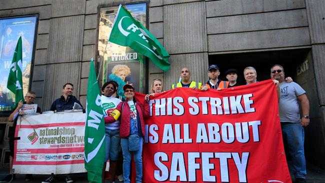 Photo of Rail workers strike sparks commuter misery in UK
