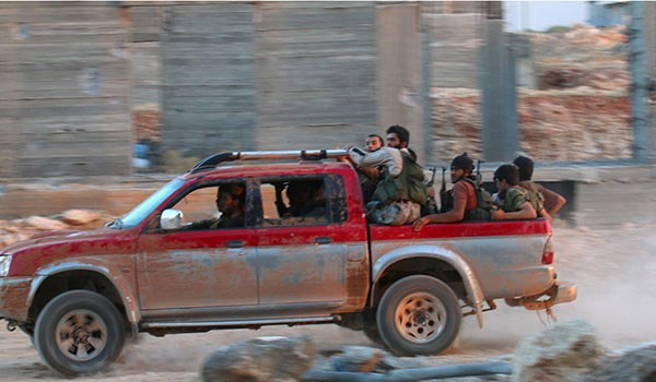 Photo of Syrian People in Deir Ezzur Take Revenge from ISIL Terrorists