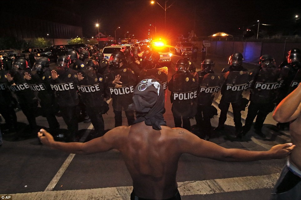 Photo of VIDEO: US Police Fired Tear Gas at Black Lives Matter Protesters in Charlotte
