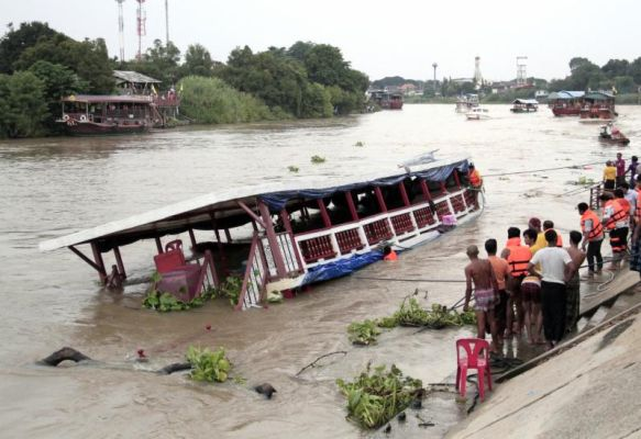 Photo of Double-decker boat transporting Muslim pilgrimscapsizes in Thailand, 13 killed