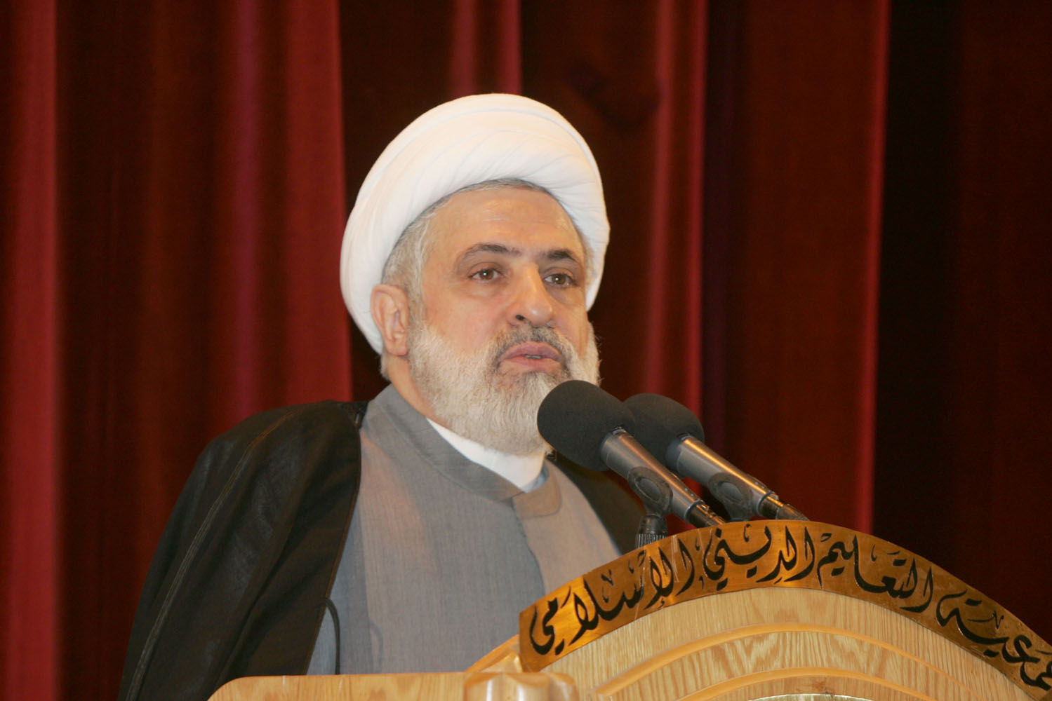 Photo of Sheikh Qassem Calls on Lebanese to Agree on Presidency, Electoral Law
