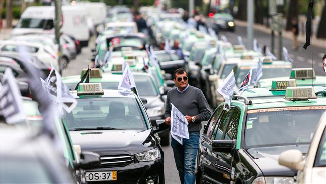 Photo of Taxi drivers disrupt Lisbon traffic to protest ride-hailing apps