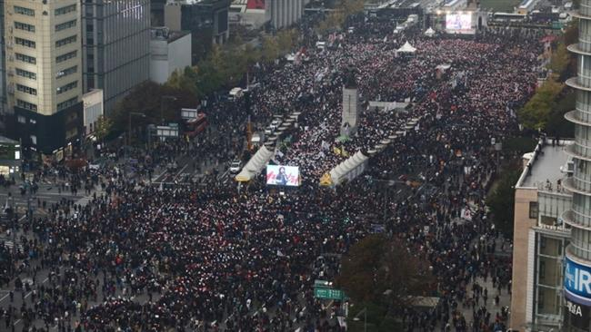 Photo of Koreans rally in big numbers, urge Park to resign