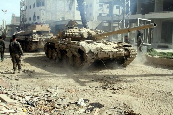 Photo of Video- Syrian Army destroying ISIS bulldozer and trench in Deir Ezzor
