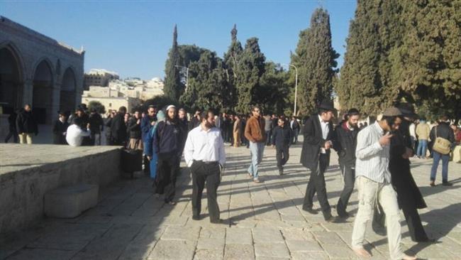 Photo of Nearly 100 zionist illegitimate settlers break into al-Aqsa Mosque