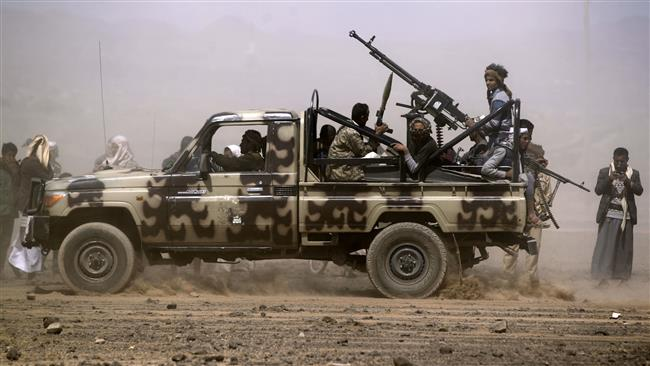 Photo of Yemeni army forces, allied fighters seize two zionist Saudi bases in Najran
