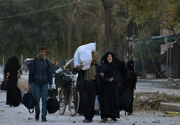 Photo of Thousands of Syrian Civilians Flee Terrorist Areas in Eastern Aleppo