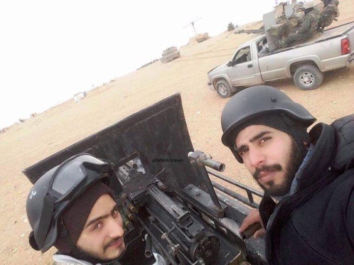Photo of Elite Syrian Army unit parachutes into Palmyra countryside