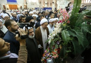 Photo of Unity Conf. attendees pay tribute to Imam Khomeini