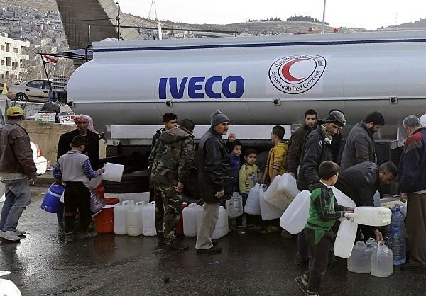 Photo of Photos- Syrian Red Crescent Supplying Water in Damascus