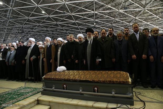 Photo of Leader of Islamic Ummah and Oppressed Imam Khamenei leads funeral prayer for late Rafsanjani