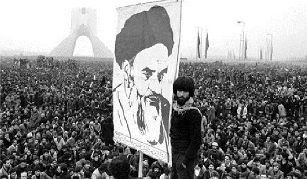 Photo of Iran 1979: The Tyrant Dies and His Rule Is Over, the Martyr Dies and His Rule Begins